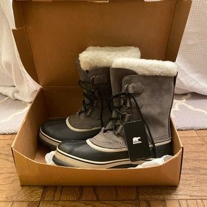 Sorel grey and white snow boots with tags